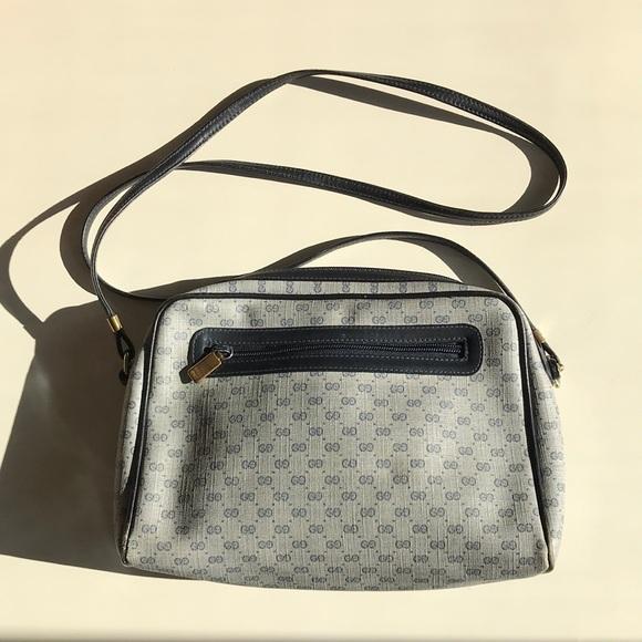 8ffff87193cd Gucci Handbags - 1980s Vintage GUCCI signature crossbody bag!